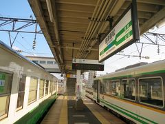 16:53 会津若松駅に着きました。(弥五島駅から51分)  隣りのホームからはJR只見線・会津川口行[431D]が間もなく発車します。
