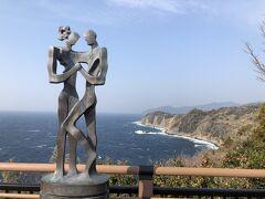 丸山スポーツ公園の後は、恋人岬に立ち寄ります。  ベタな観光地ですよね… 20才の頃に来た依頼でしょうか。  年配から若者まで… カップルしかいません。ヽ(・∀・)