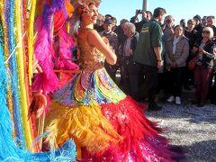 マントンのレモンフェスティバル。女王の行進で祭りは一層盛り上がっていました。