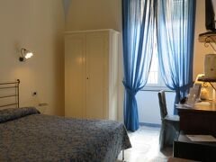 """アマルフィでのホテル、""""Albergo L'Antico Convitto""""(三ツ星)。 アマルフィ市内の中心部にあり、観光に行くにもバス停に行くにも近い好立地なホテルです。フロントスタッフも親切。"""