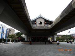MRT(台北地下鉄)の圓山駅、地下鉄ですけどこの辺りは地上を走ります。