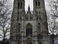 ちょっと天気が良くなくて映えないですが・・・ サンミッシェル大聖堂。