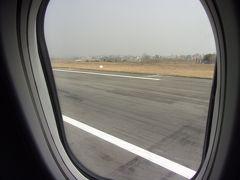やっとのことでカトマンズトリブバン国際空港に到着です(^_-)-☆。 ビジネスクラスに乗ってても長かったぁ~と感じました(;´Д`)。
