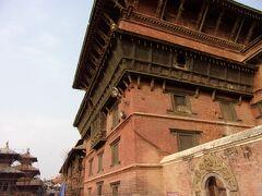 旧王宮です。こちらは修復ができたとのこと(^_-)-☆。 17~18世紀に建てられた歴史的建造物です。
