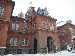 北海道庁旧本庁舎の横を通り