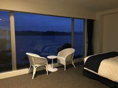2泊目は ザ・シーン 冬の半額プランです。 最上階の広々としたお部屋を独り占め~ 目の前には加計呂麻島  夕食後のアロマテラピーも楽しみです。