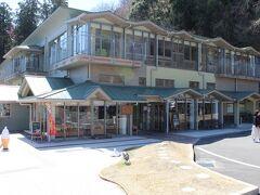 駐車場から直ぐの場所には、鬼ヶ城センター☆彡 お土産や、この地方の物産などが販売されています。 カフェもあったので、鬼ヶ城散策後、休憩するには良いと思うわ☆彡