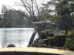 兼六園といえば、園を代表する物として琴柱灯篭が挙げられます。