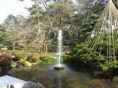 園内の落差を利用して吹き上がる噴水で、19世紀に造られた、日本最古のものといわれています。落差3,5メートル