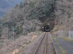 石見松原駅停車です。