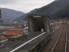 高架駅の石見都賀駅です。