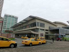 台南へ向かいます。台鉄高雄駅。MRT高雄駅のすぐ横。