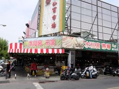 神農街にやって来ました。ホテルのすぐ裏側にある水仙宮市場。