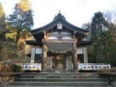 公時神社。 箱根霊山のひとつ金時山東麓に鎮座するお社であり、金太郎伝説で有名な坂田公時命がお祀りされています。  登山の安全を祈願して‥ パンパン.礼。