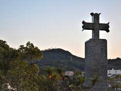 殉教公園に行こうと思いましたが 天草・島原の本渡合戦で亡くなった 戦没者が眠る、そこはやっぱり墓地な訳で 日が沈んだので引き返す。 進むも勇気、とどまるも勇気。