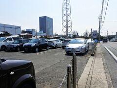 カーナビの案内どおりに行くと、東側の第2駐車場に辿り着きました。
