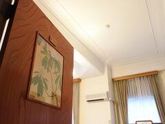本日の宿は、宮ノ下の富士屋ホテル。  車のキーを預け、お嬢さんの案内で花御殿の2階へ。アサインされたのは、259号室の「しゃくなげ」という名の部屋。