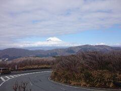 東名で渋滞に巻き込まれたあと、小田原箱根道路、箱根新道を通り、10時には大涌谷に着きました。