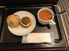 3月20日火曜日、羽田発9:55のJAL143便で青森へ向かいます。 青森までの所要時間は、1時間15分です。 ラウンジのパンのメニューは、月が変わっていないので、月初めの広島旅行の時と同じでした。