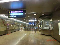リバークルーズでマリーナプロムナードで降りて、MRTのプロムナード駅から 来たので1つ手前のテロック エア駅で降りました。 乗降客は多くありませんでした。 帰りはガーデンズバイザベイに行くのでベイフロント駅まで乗りました。