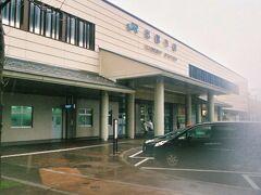 目の前にある出雲市駅にやってきました。