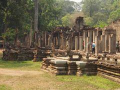 町の名前シェムリアップは、「タイを打ち負かした地」なのだそう。壁画にはクメール人の戦いの様子が描かれています。