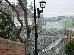 長崎港がのぞめる祈念坂 大浦天主堂に沿って、続いています。  願い事をひとつしながら上ると叶うとか・・?