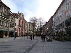 歩行者天国になっているノイハウザー通りを歩いてマリエン広場へ向かう.ミュンヘンきってのショッピングエリアになっており,両サイドにはお店がズラリ.道幅もかなり広いので,歩きやすい.