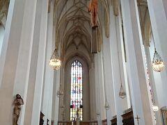 フラウエン教会.工事中で塔に登ることはできなかったが,聖堂もかなりの高さ,広さがあった.