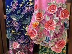 こんな派手な色が大好きだけど、日本で着るには無理だなぁ。 で買わず。。。眺めてるだけでも良いから、買えば良かったと 今になって後悔。。。