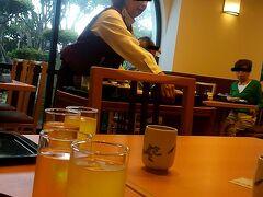 朝食は母の希望で和食レストランに行きました。