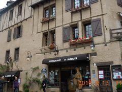 通りの面したオーベルジュ・サン・ジャックは泊まりたかった宿。