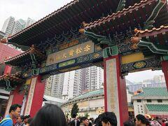 と、いうわけで、黄大仙にやってきました。 うん、初めてきたです。  香港で初詣なのです。 わふ。