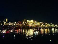 トゥボン川に街の灯りが映って綺麗。  次の日は帰国しますが、深夜便なのでまた夜のホイアンを散策することができました。   昼のホイアンは夜とまた違った姿を見せてくれます。  ダナン・ホイアン滞在3日目は夜までたくさん動き回りました。