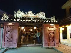 夜の来遠橋、通称日本橋   今から約400年以上前の1593年に、当時ホイアンに居住していた日本人が架けた橋と言われています。  江戸時代の鎖国が始まるまで、朱印状の1/4にあたる程ホイアンと交易が盛んだった歴史があるそうです。