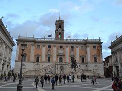 Musei Capitolini(カピトリーニ美術館)  記念堂から歩いてすぐ、ローマパスの2施設めはここにしました。  ローマの7つの丘の中で最も神聖な場所とされていたそうです。広場の設計はミケランジェロ。