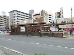熊本駅前から路面電車に乗って水前寺公園前電停へ。途中、熊本城も通過^^