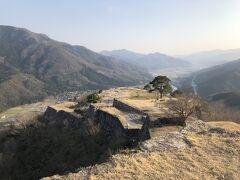 歩いて30分ぐらいだが斜度があり結構きつかった 本丸から南千畳の景色