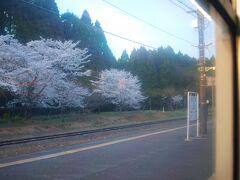 人吉駅から肥薩線経由で鹿児島中央駅へ戻る。  JR九州は、新幹線と在来線の運行本数を合わせて1日当たり117本削減 肥薩線の減便数は八代-人吉で6本、人吉-吉松で4本。 厳しい現実もある。
