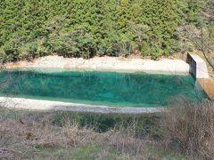 途中のダム、別子の湖・・・別子ブルー!