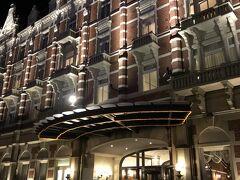 途中、ホテルアムステルダムでトイレをお借りして。。。 姑が行きたいと言っていた、ロビーコンサートの真っ最中でした。トイレでちょこっとコンサート気分(笑)。