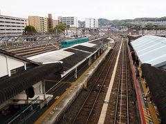 20分遅れで出発したけど、王寺駅には予定より6分早い7時30分に到着した。 吉野口駅に向かう電車は、1時間に2本しかなく・・・次は、8時05分発。  あいにくの曇り。
