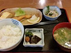 2018年4月1日(日)朝食は博多駅筑紫口の大福うどんでしゃけ定食560円を。 美味しかったです。食後のコーヒーはサービス。ごちそうさまでした。  集合場所の筑紫口に近いので、便利です。