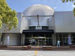 スポーツプラザ宮崎をさらっと見学した後は駅の反対側の東口にあるこちら、宮崎科学技術館にやって来ました。