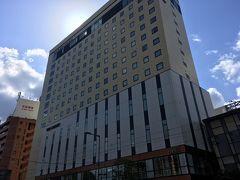 今回の宿は気になっていた「カンデオホテルズ」のひとつ、 カンデオホテル松山大街道。 大街道バス停・市内電車停留場の目の前という最高の立地。