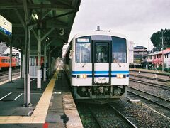 三次駅に到着し、3度目の三江線完乗です♪そして三次まで乗って来た列車が江津行きとして折り返します。  運行に関しては石見川本を出ると江津方面への列車との交換はこのあと三次に至るまでないため、ほぼ遅れを解消し三次駅に到着しました。