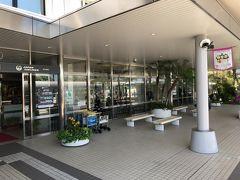 おおよそ10分ほどで宮崎空港に到着。 早足で1番に改札通過! カウンターを目指します。