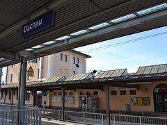 Dachau  S2に乗って30分ほど、ダッハウ駅で下車します。ナチスドイツの収容所といえばアウシュヴィッツがあまりにも有名ですが、収容所は他にもかなりの数が建設されていて、そのモデルとなったのがダッハウ強制収容所です。せっかくミュンヘンに行くのであれば訪問しなければと思い、旅程を練っていました。