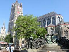 5月14日(水)10:00ゲントに到着。市内観光します。  聖バーフ大聖堂に入ります。ファン・エイク兄弟作による祭壇画「神秘の仔羊」で有名です。内部は撮影禁止です。