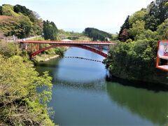 大門ダムに架かる信貴大橋。